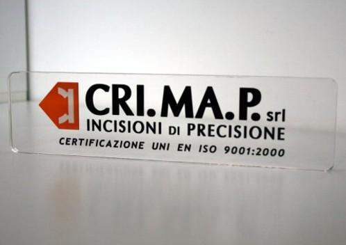 Realizzazioni esclusive CRIMAP targa in plexiglass trasparente incisa